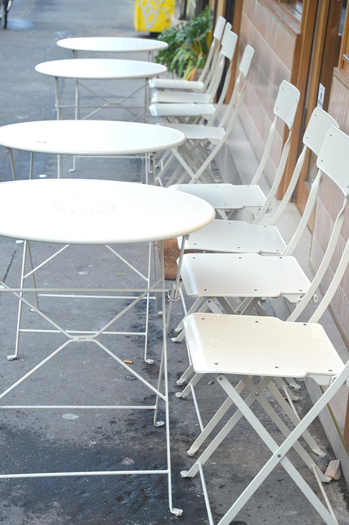 Terrasse du restaurant Caracoli, une des adresses gourmandes à Montmartre