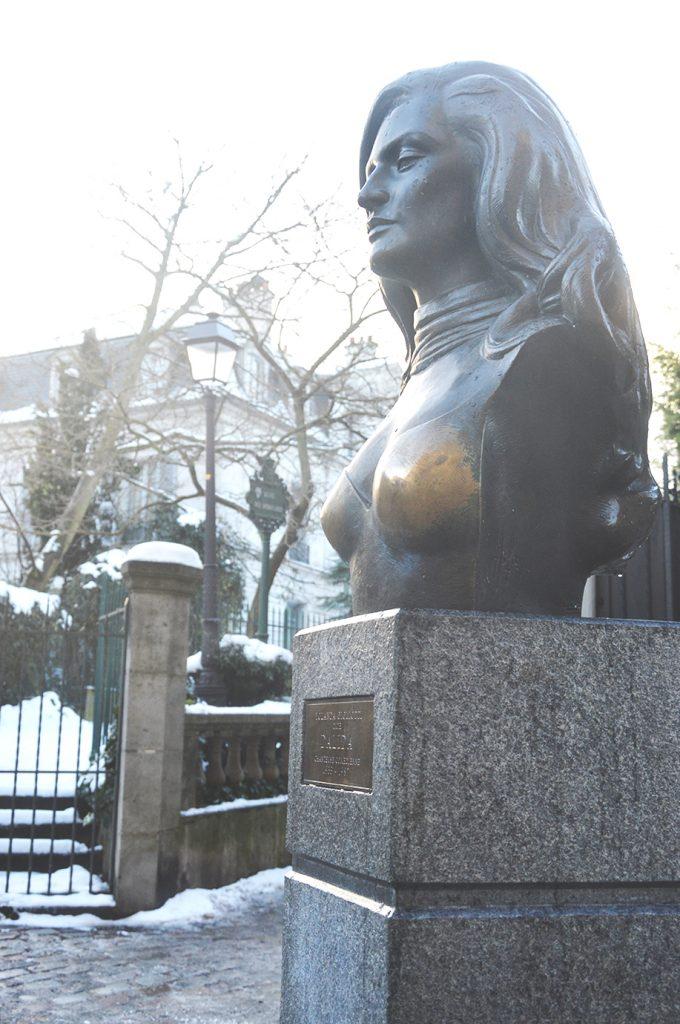 le buste de Dalida sur la Place Dalida, Montmartre, Paris