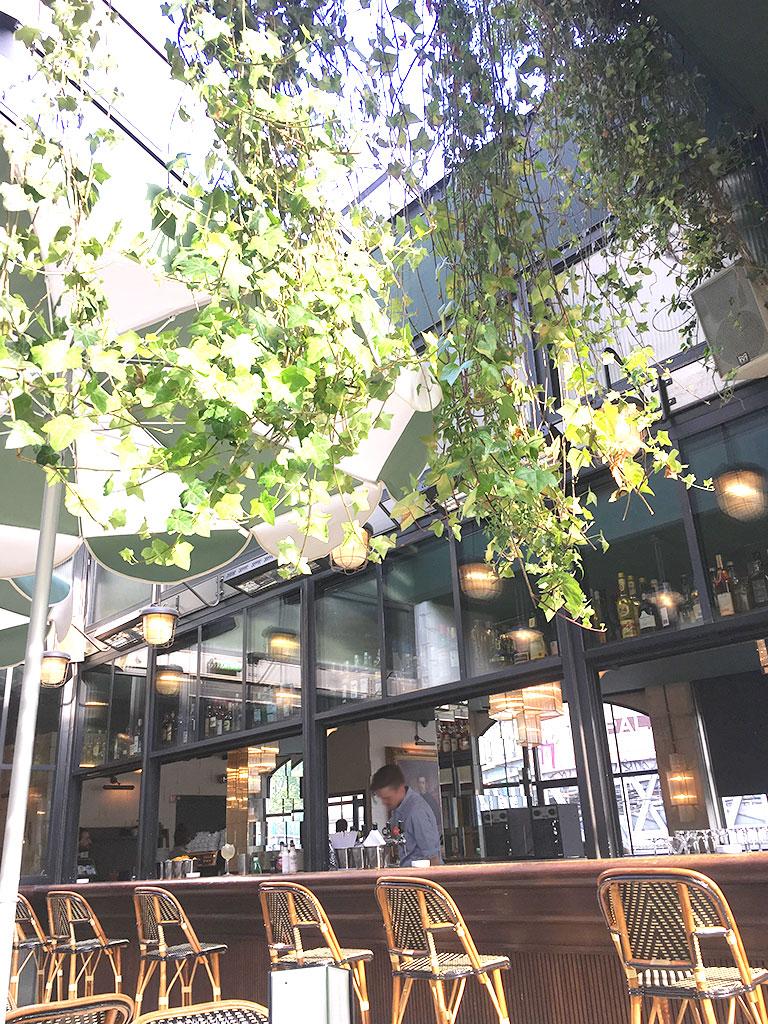 restaurants à Montmartre, terrasse de la Brasserie Barbès