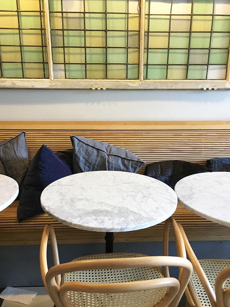 restaurants à Montmartre, Hardware société