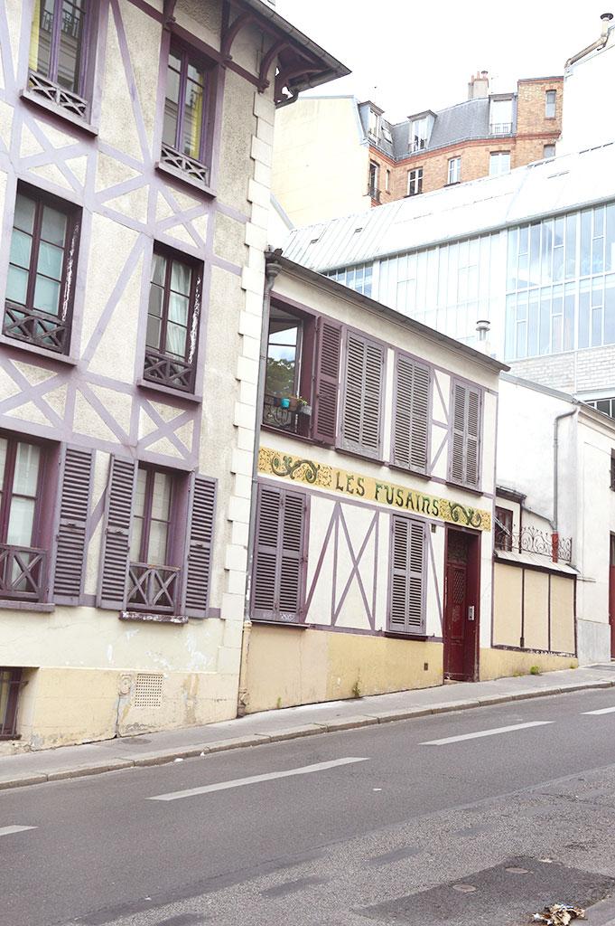 La cité des Fusains, cimetière de Montmartre, rue Tourlaque