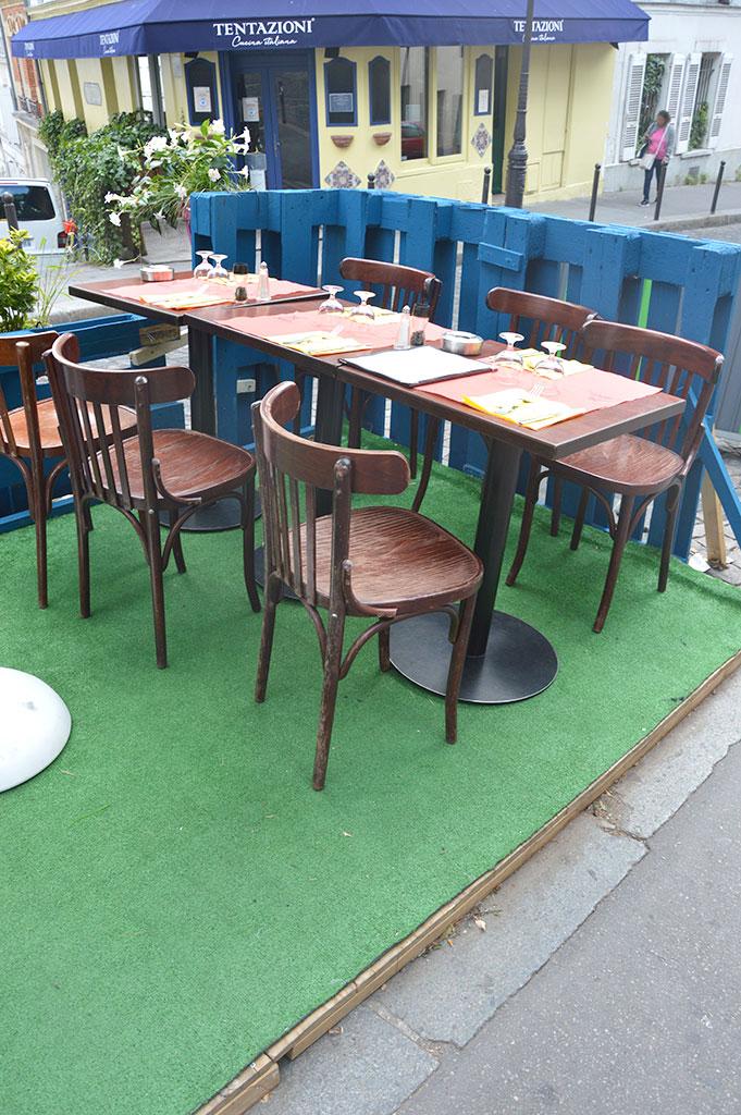 terrasses de restaurants à Montmartre, Autour du Moulin